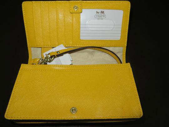 Coach Coach LEATHER BUCKLE CLUTCH Coach Universal leather Phone wallet (ship via Priority Mail)