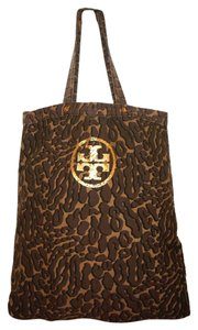 Tory Burch Tote in olive camouflage