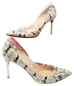 Valentino Rockstud Louboutin Chanel Gucci Louis Vuitton Beige Pumps