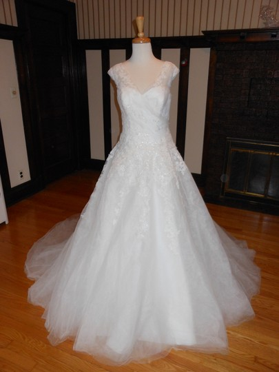 Preload https://img-static.tradesy.com/item/19095526/pronovias-off-white-ellis-destination-wedding-dress-size-12-l-0-2-540-540.jpg