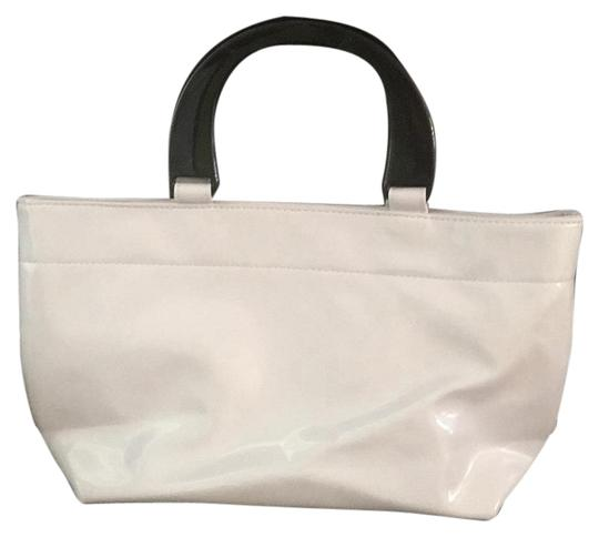 Preload https://item4.tradesy.com/images/neiman-marcus-classic-white-tote-19096273-0-1.jpg?width=440&height=440