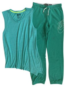 Nike Two Piece Top & Sweatpants