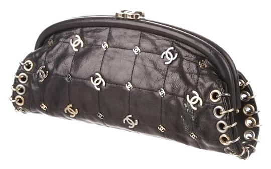 Preload https://img-static.tradesy.com/item/19099861/chanel-clutch-charm-black-lambskin-clutch-0-5-540-540.jpg