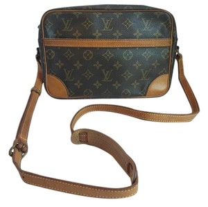 Louis Vuitton Trocadero Trocadero 27 Monogram Cross Body Bag
