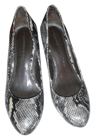 Preload https://img-static.tradesy.com/item/19103344/banana-republic-snakeskin-pumps-size-us-5-regular-m-b-0-1-540-540.jpg
