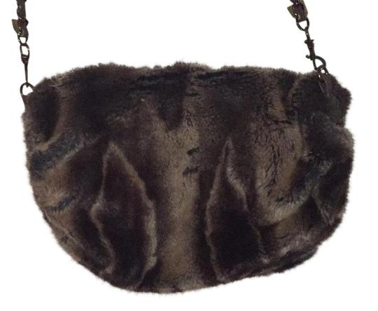 Preload https://img-static.tradesy.com/item/19105669/sondra-roberts-brown-faux-fur-cross-body-bag-0-3-540-540.jpg