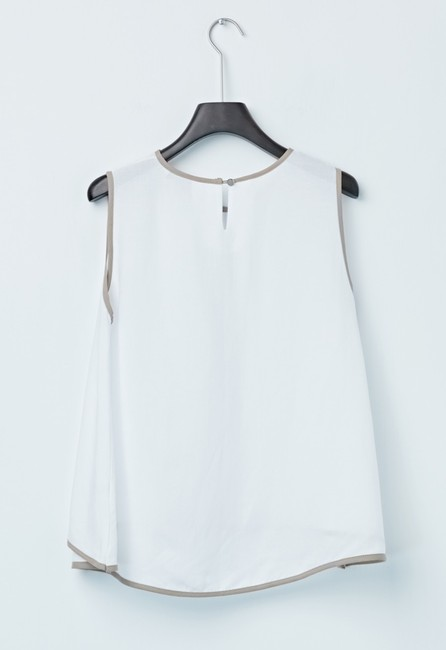 # Nude Top White