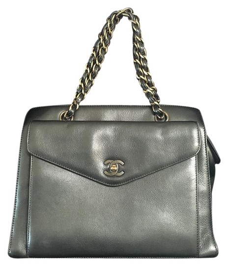 Preload https://img-static.tradesy.com/item/19111393/chanel-vintage-1997s-black-gold-hardware-calfskin-leather-satchel-0-3-540-540.jpg