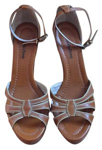 Jubilee New York Tan Wedges