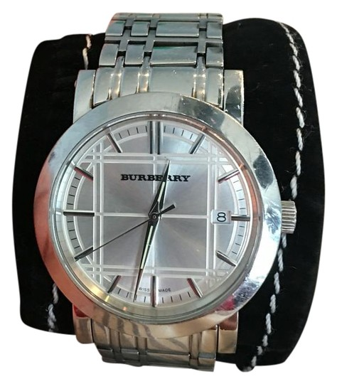 Preload https://img-static.tradesy.com/item/19113418/burberry-stainless-and-white-watch-0-1-540-540.jpg