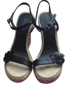 Guess Natural and black Wedges