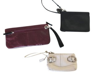 Coach Gallery Leather 48294 Medium Wristlet in Black / Off White / Ox Blood