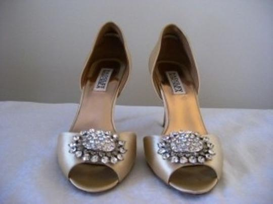 Badgley Mischka Cream Pumps