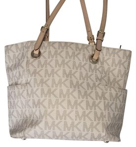 MICHAEL Michael Kors Tote in White/Grey