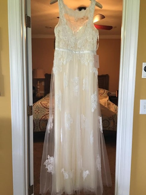 Item - Ivory/Nude Polyester D7090l Feminine Wedding Dress Size 10 (M)