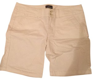 American Eagle Outfitters Bermuda Shorts White
