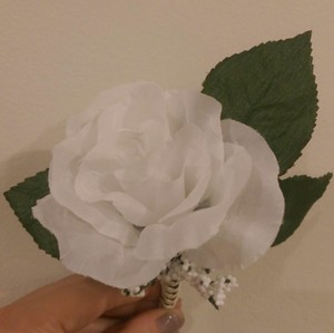 White Rose Boutineers / Boutonnieres
