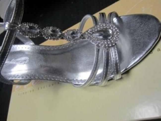 Item - Silver Meg - T-strap with Jewel Detail Sandals Size US 6.5