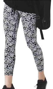 Lululemon New Lululemon High Times Posey Black White Rose Floral Size 4