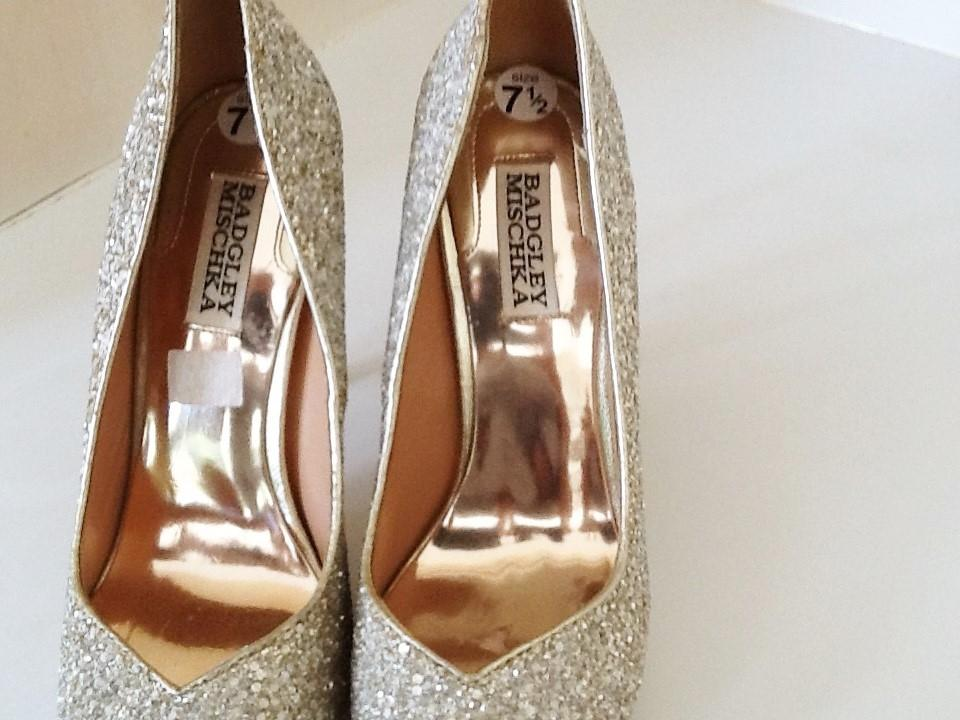 021c030f620 Badgley Mischka Sparkly Silver Formal Shoes Size US 7.5 Regular (M ...