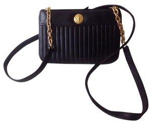 Anne Klein for Calderon Leather Gold Hardware Lined 2 Interior Pockets Ext. Zipper Cross Body Bag
