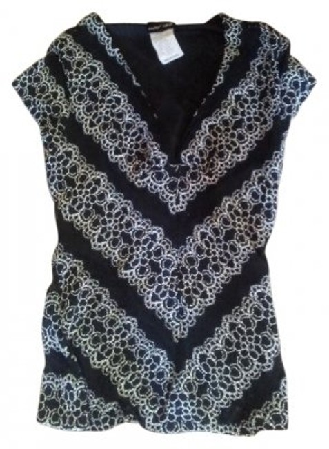 Preload https://item4.tradesy.com/images/paper-doll-black-and-white-lace-v-neck-medium-tunic-size-8-m-19163-0-0.jpg?width=400&height=650