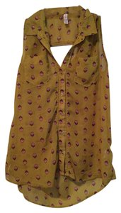 Xhilaration Sleeveless Buttondown Top Olive with Peacock Feather Print