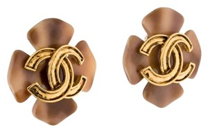 Chanel Gold-tone Chanel interlocking CC Floral clip on earrings