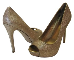 ALDO Size 6.50 M (usa) Very Condition Gold Pumps