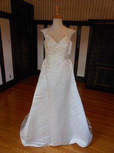 Pronovias Gamor Wedding Dress