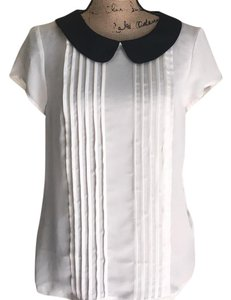 Elle Top Creamy ivory with black collar