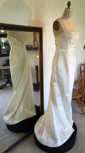 Stephen Yearick Sz 8/10 #12352 Low Back 3d Beaded Net Sheath Attached Train Wedding Dress