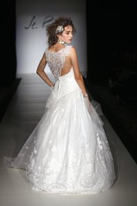 St Pucchi Egg Shell Pure Silk 9388 Traditional Wedding Dress Size 8 M