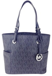 Michael Kors Signature Leather Jet Set Tote in Black