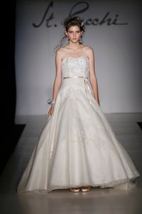 St. Pucchi 9379 (23) Wedding Dress