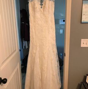 Mori Lee Ivory Chantilly Lace with Venice Lace Appliques 2778 Modern Wedding Dress Size 10 (M)
