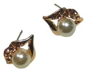Betsey Johnson Betsey Johnson Lips Pearl Stud Earrings Gold J2858