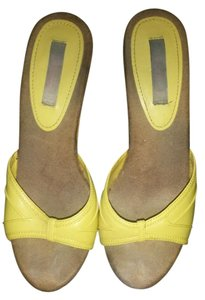 Xhilaration Yellow Pumps