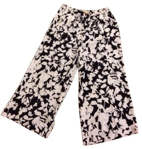Kate Spade Capris Black and White leaf