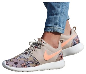 Nike Floral Casual Beige Athletic