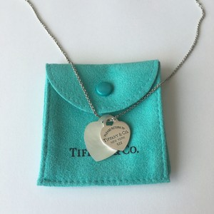 Tiffany & Co. Please Return to Tiffany Co. Silver Mother Of Pearl Double Hearts Necklace POUCH