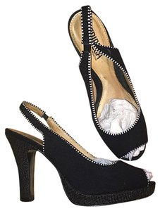 Tribeca by Kenneth Cole Black White Pumps