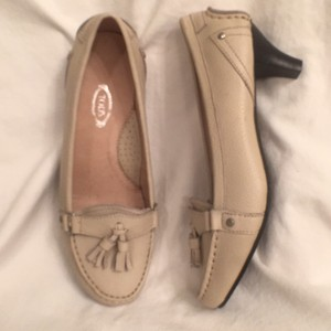 Tod's Leather Slip Ons Loafer Moccasin Beige Pumps