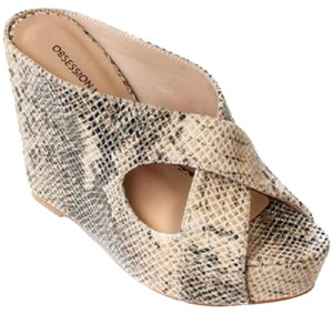 Obsession Rules Neutral, Snakeskin design Wedges