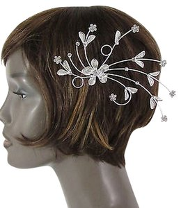 B. Women Silver Metal Big Flowers Leaf Rhinestone Large Head Fashion Jewelry