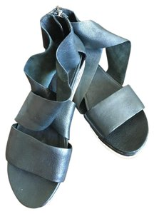 Eileen Fisher Comfortable Travel Cushioned black Sandals
