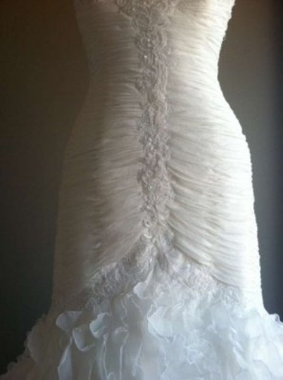 Pronovias Off-white Davina Feminine Wedding Dress Size 14 (L)