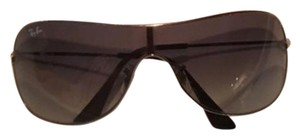 Ray-Ban Classy Silver Ray Ban Sunglasses. In excellent condition!