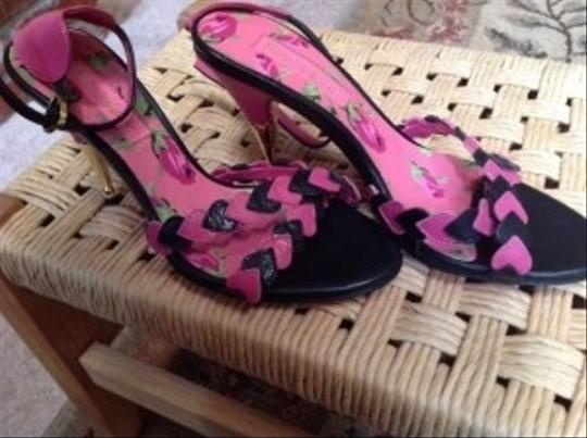 Betsey Johnson Pink and black Sandals