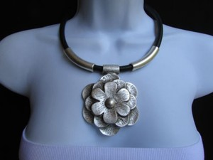 A Women Metal Silver Chains Big Flower Pendant Necklace Moroccan Handmade